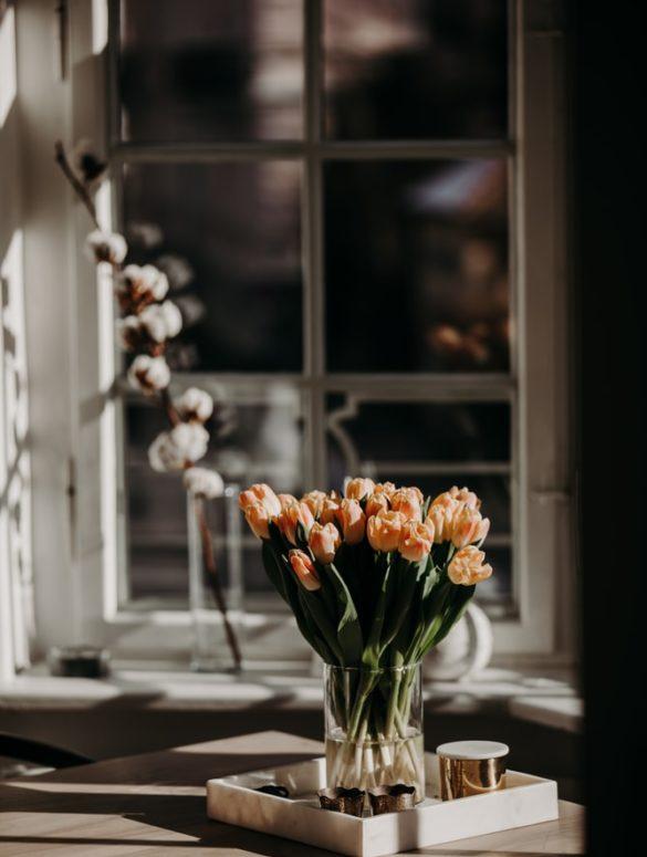 deko mit tulpen   Moderne Einrichtung - wohnung verschönern - skandinavische einrichtung - Deko-Tipps und die neuesten Mode-Trends