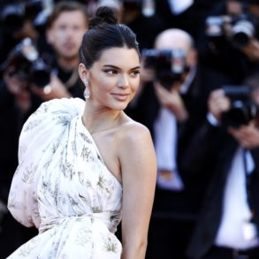 Kendall Jenner vor Fotografen