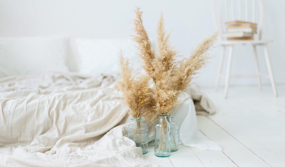 Deko mit Pampasgras: Weißes Zimmer