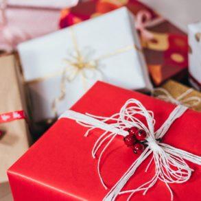Weihnachtsgeschenke für die Wohnung: Verpackte Geschenke