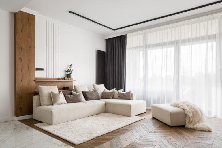 Wohnzimmer Beige: Beigefarbenes Sofa
