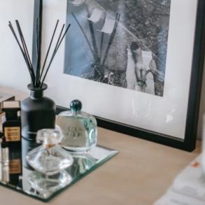 Beste Raumdüfte: Schreibtisch mit Raumdüften